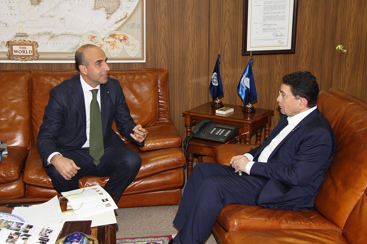 Il Direttore Ugo Picarelli con il Segretario Unwto Taleb Rifai in sede Unwto
