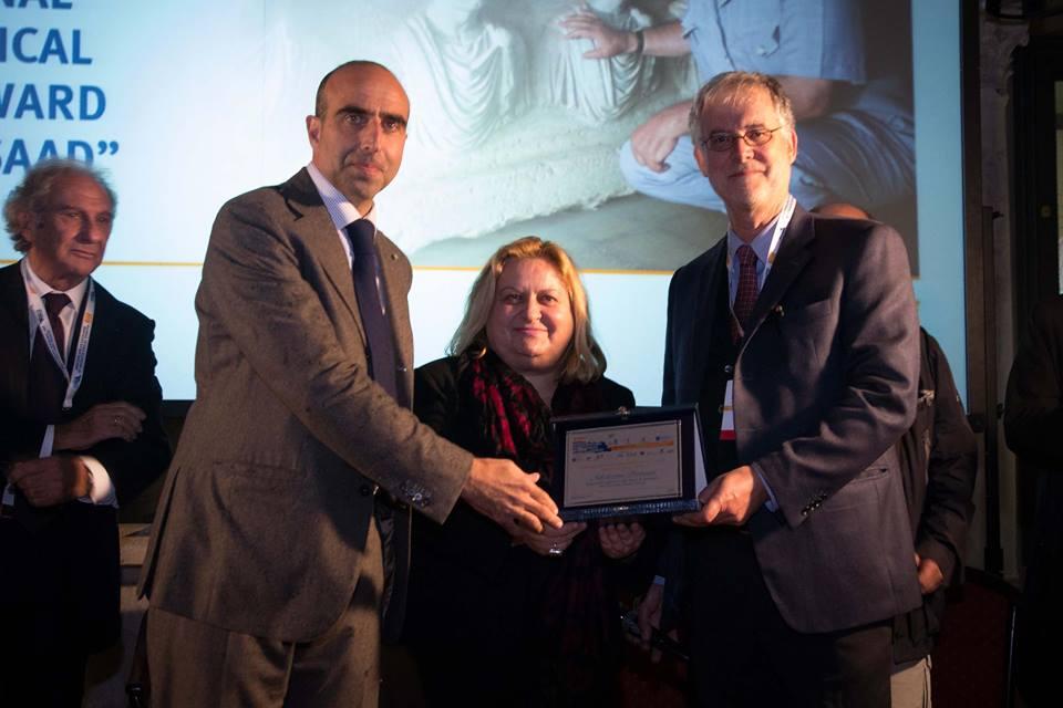 L'archeologa greca Katerina Peristeri, responsabile degli scavi ad Amphipolis, riceve il premio della prima edizione dell'International Archaeological Khaled Al-Asaad alla BMTA 2015